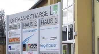 Firmenschilder außen freistehend BERLIN Entree